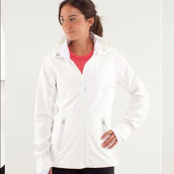 Lululemon run: puddle jumper jacket in white